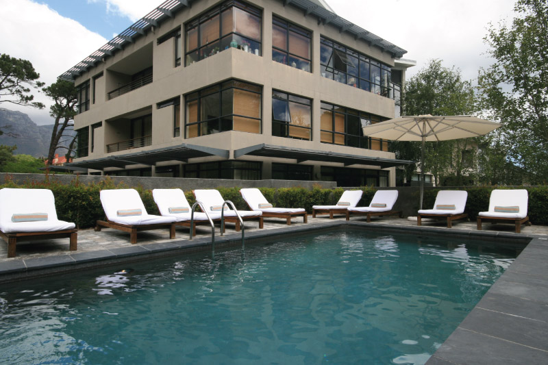 the-glen-apartments-facilities-pool